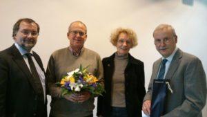 Roland Riese und seine beiden Stellvertreter, Dr. Isa Huelsz und Harald Schöne, bedanken sich bei seinem Vorgänger Dr. Schulze.